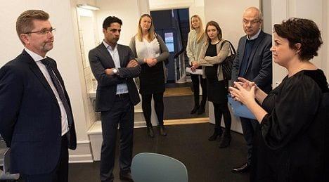 politikere på besøg i børnehus hovedstaden
